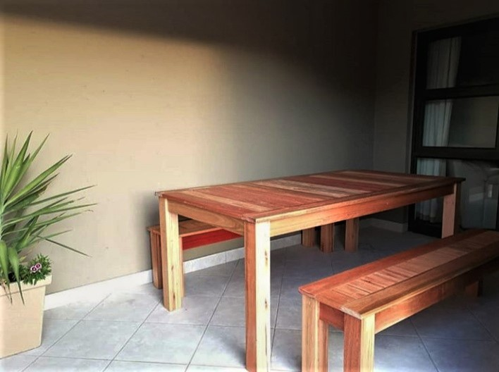 Fresh Timber Outdoor Saligna wood table & bench